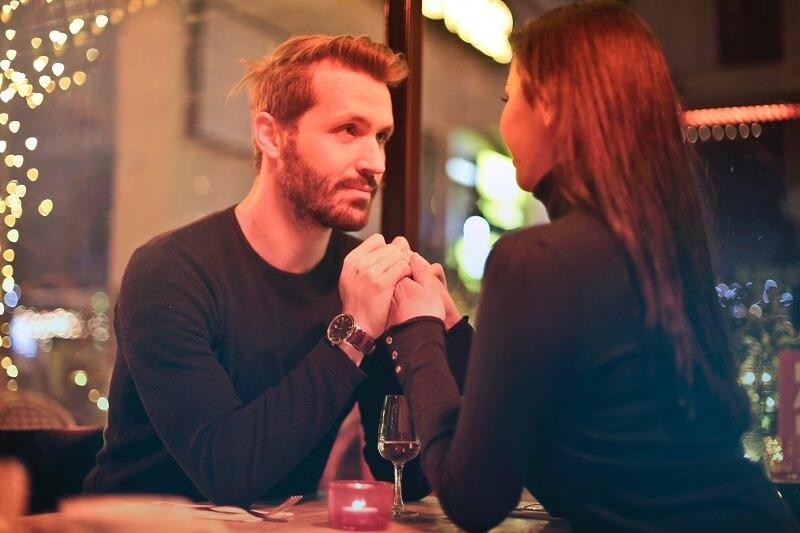外国人と婚活アプリで出会う際の2つの注意点とは?