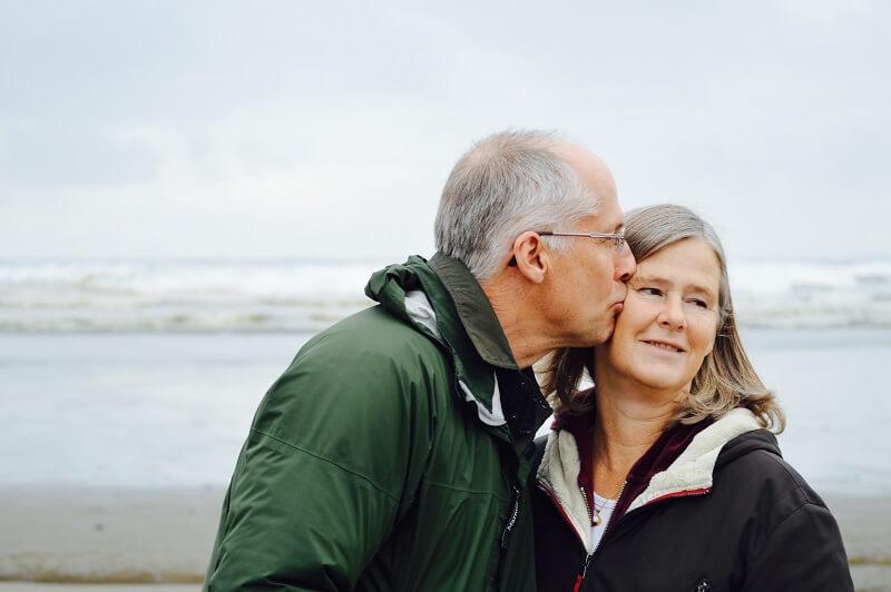 70代のシニア婚活の2つの注意点とは?