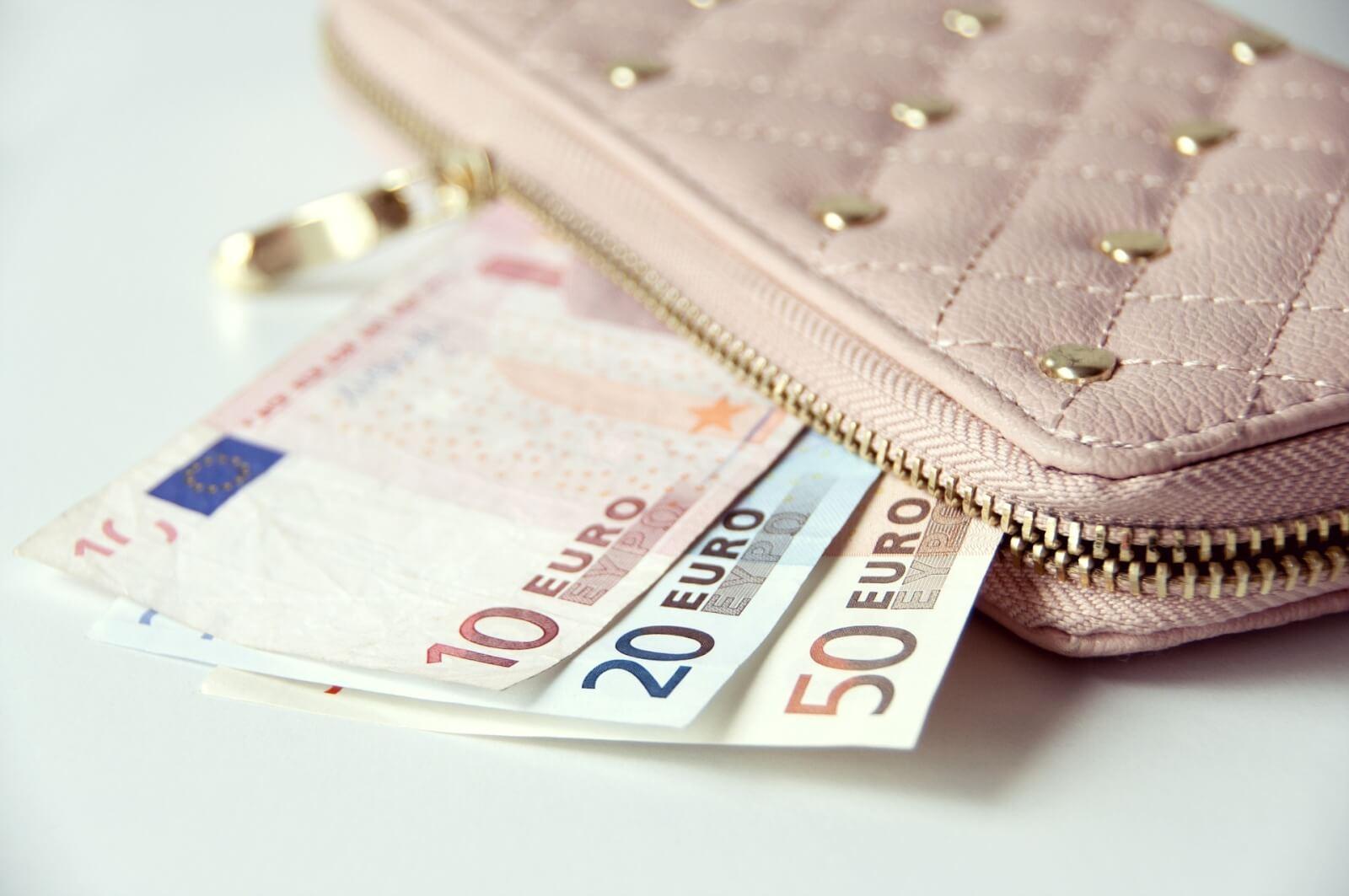 女性の財布