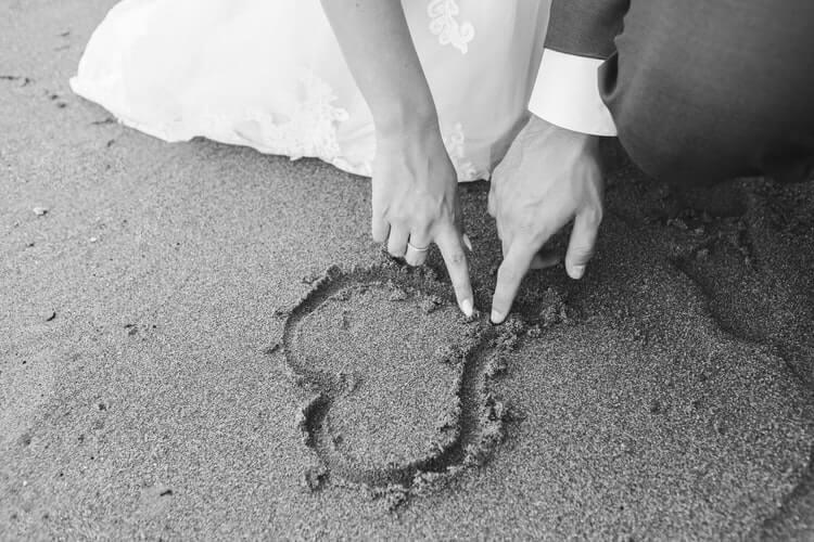 外国人と出会うのに婚活アプリをおすすめする2つの理由